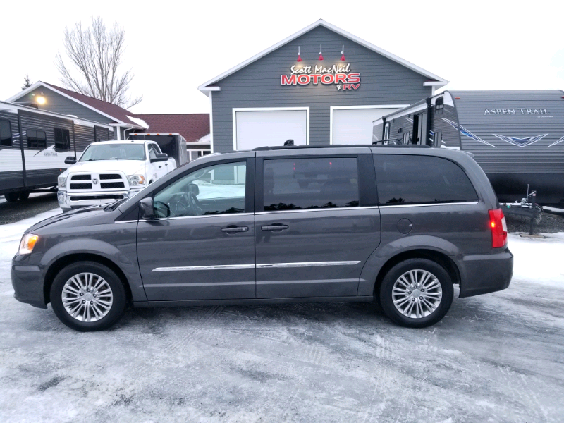 SOLD – 2016 CHRYSLER TOWN & COUNTRY